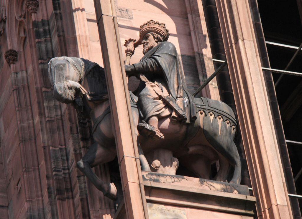 Reiterfigur Koenig Chlodwig an der Kathedrale von Strassburg