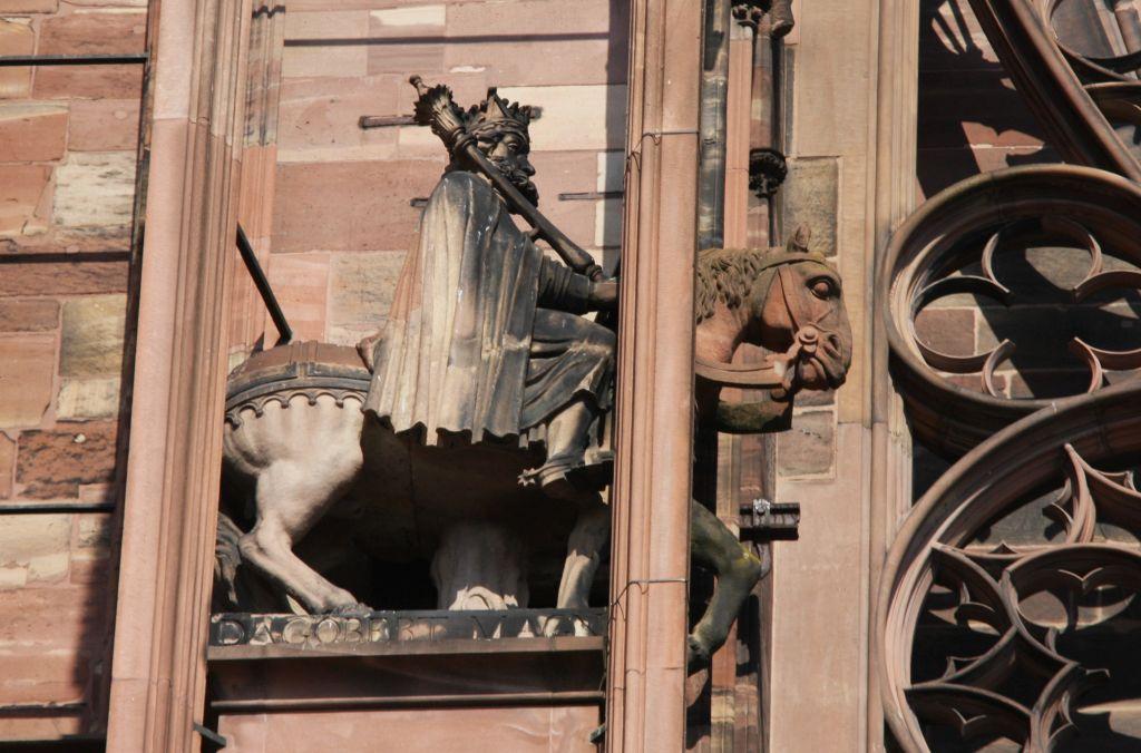 Reiterfigur Koenig Dagobert I. an der Kathedrale von Strassburg