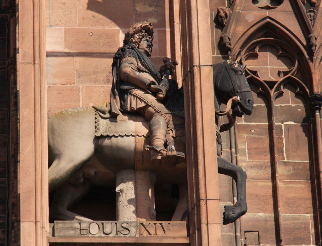 Reiterfigur Sonnenkoenig Ludwig XIV. an der Kathedrale von Strassburg