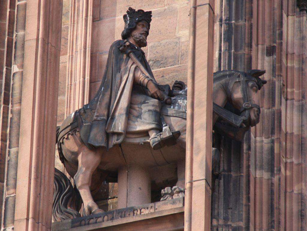 Reiterfigur Kaiser Otto III. an der Kathedrale von Strassburg