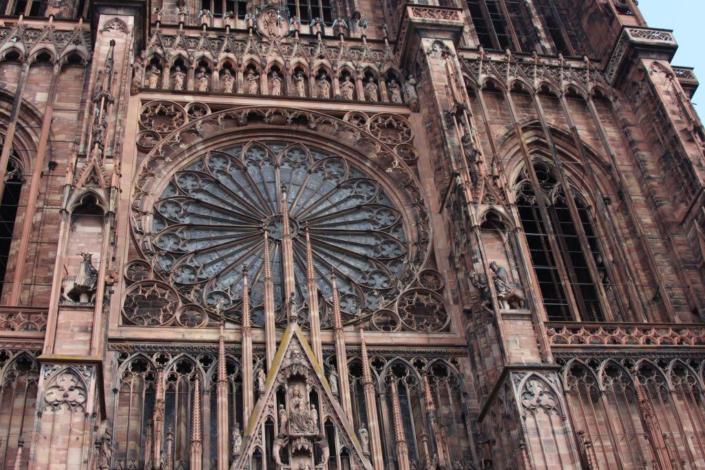 Westfassade mit Rosette Muenster Strassburg