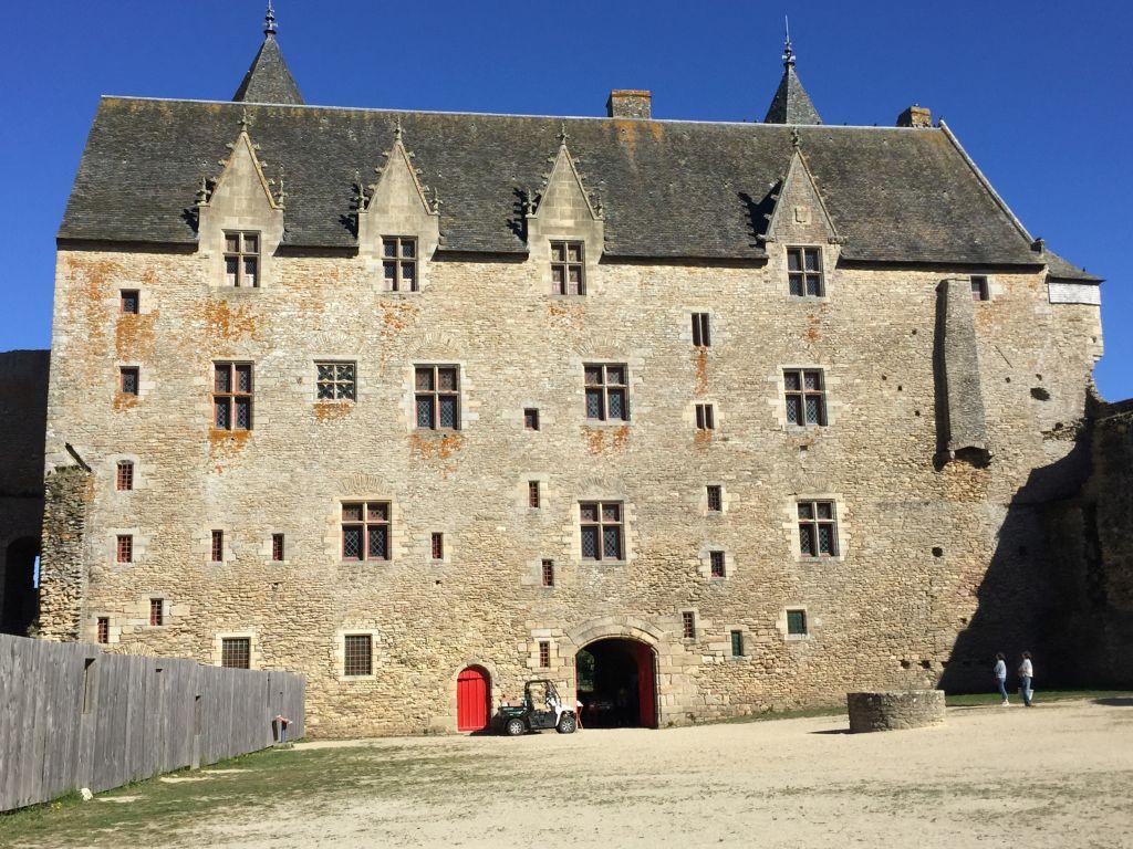 oestlicher Wohnfluegel des Chateau de Suscinio in der Suedbretagne