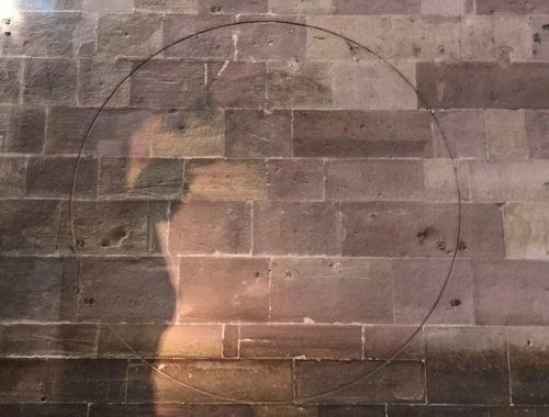 Kreisumfang der Marienglocke an der Wand des Suedquerhauses im Strassburger Muenster