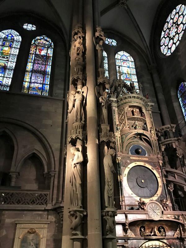 Engelspfeiler und Astronomische Uhr im Strassburger Muenster