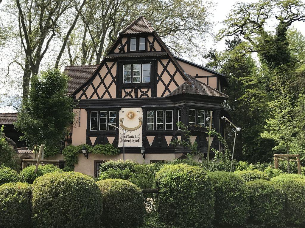 Restaurant Buerehiesel im Orangerie-Park in Strassburg