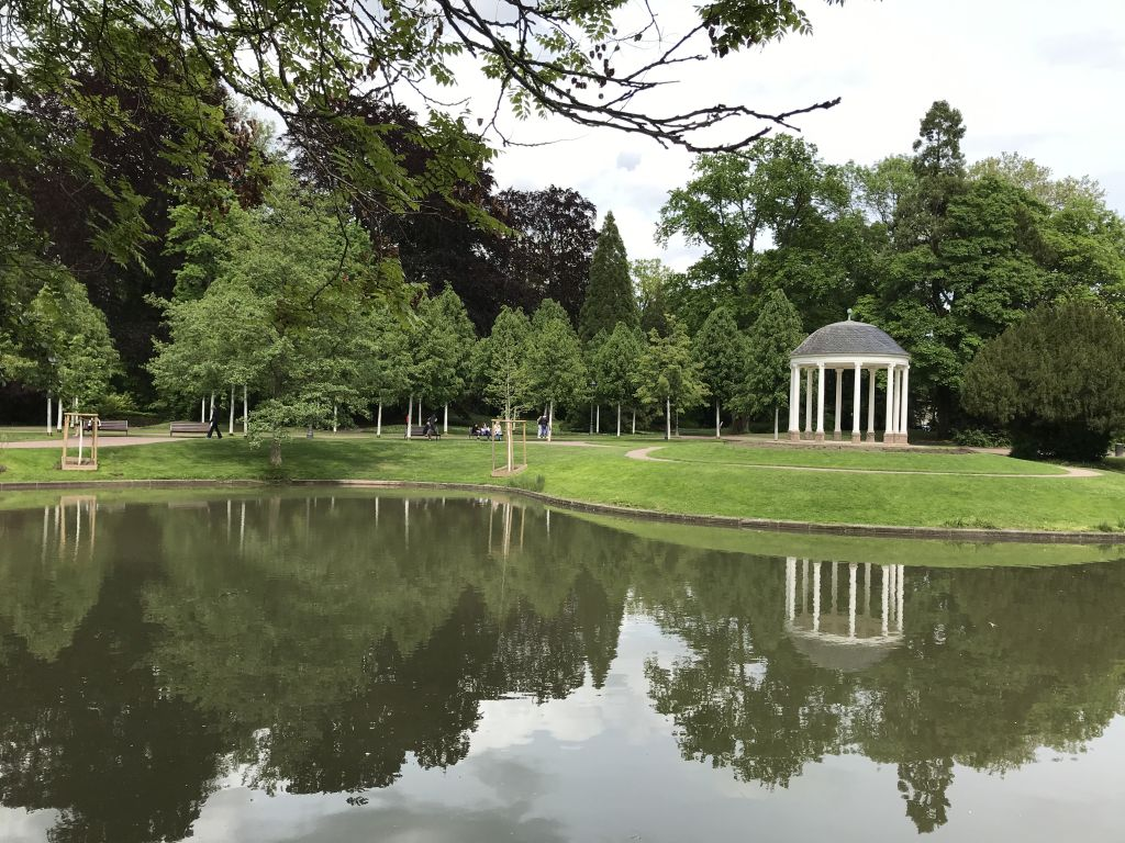 See und Liebestempel im Orangerie-Park in Strassburg