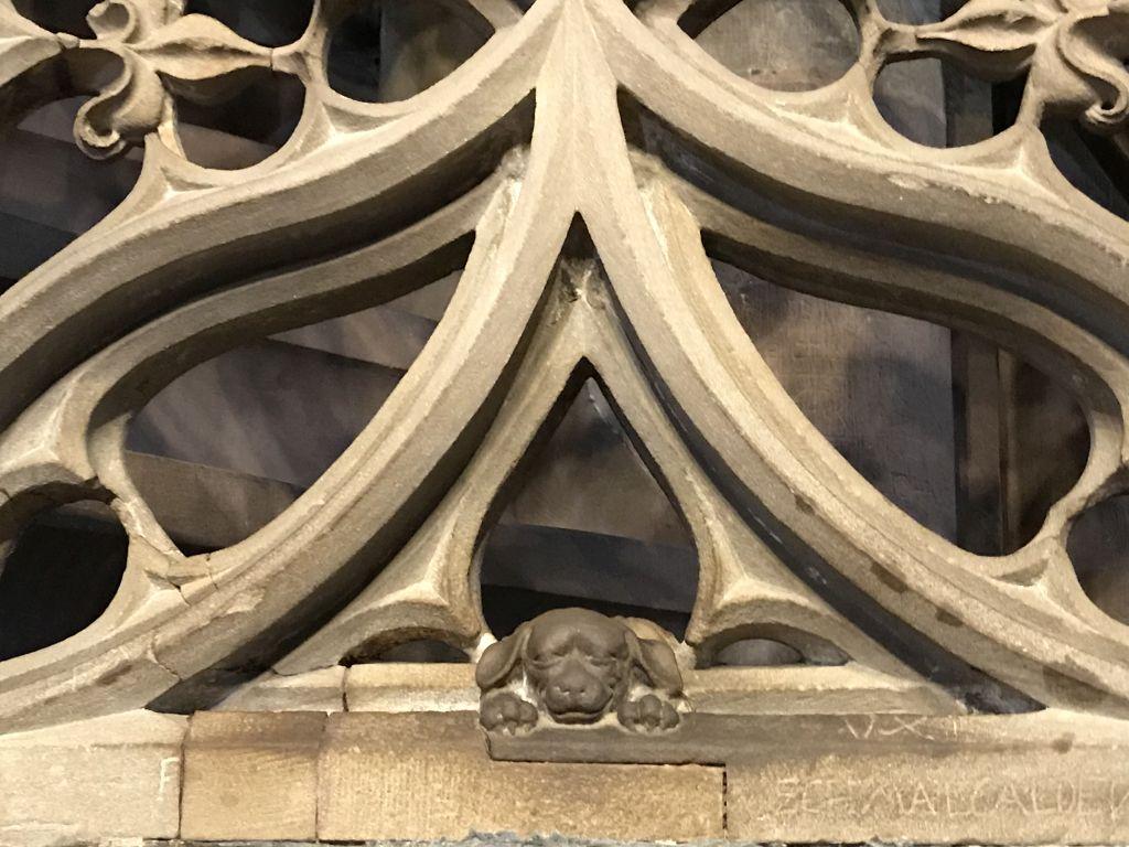der Hund des Predigers Geiler von Kaysersberg an der Kanzeltreppe im Muenster zu Strassburg