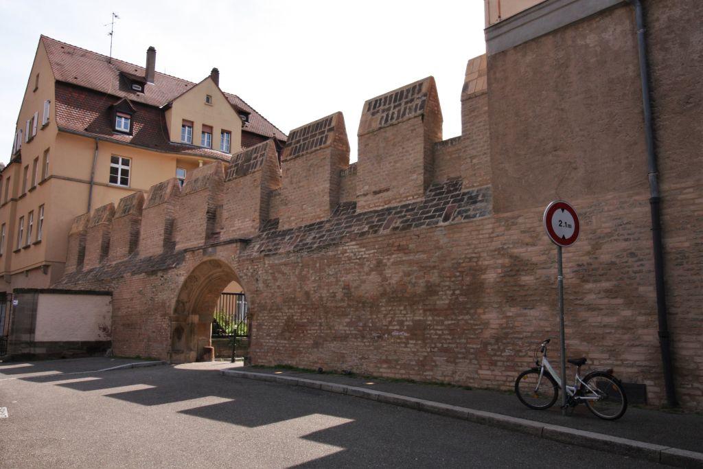Ueberreste der mittelalterlichen Stadtmauer im Stadtteil Krutenau, Strasbourg