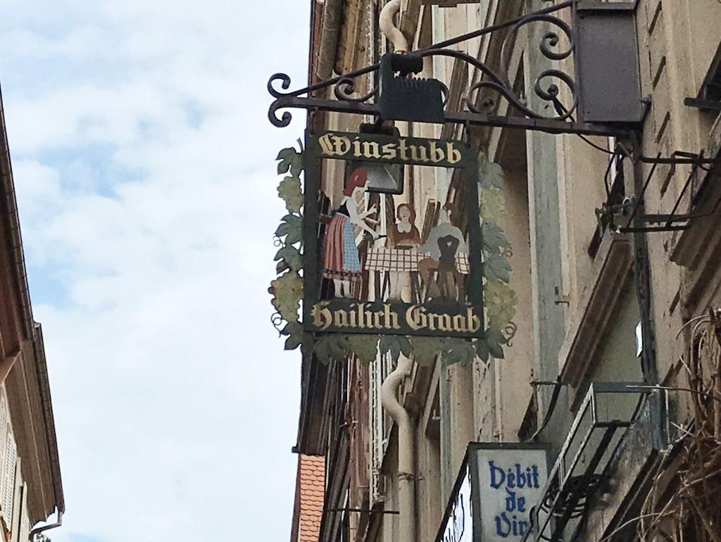 Wirtshausschild Weinstube Zum heilich Graab in Strasbourg