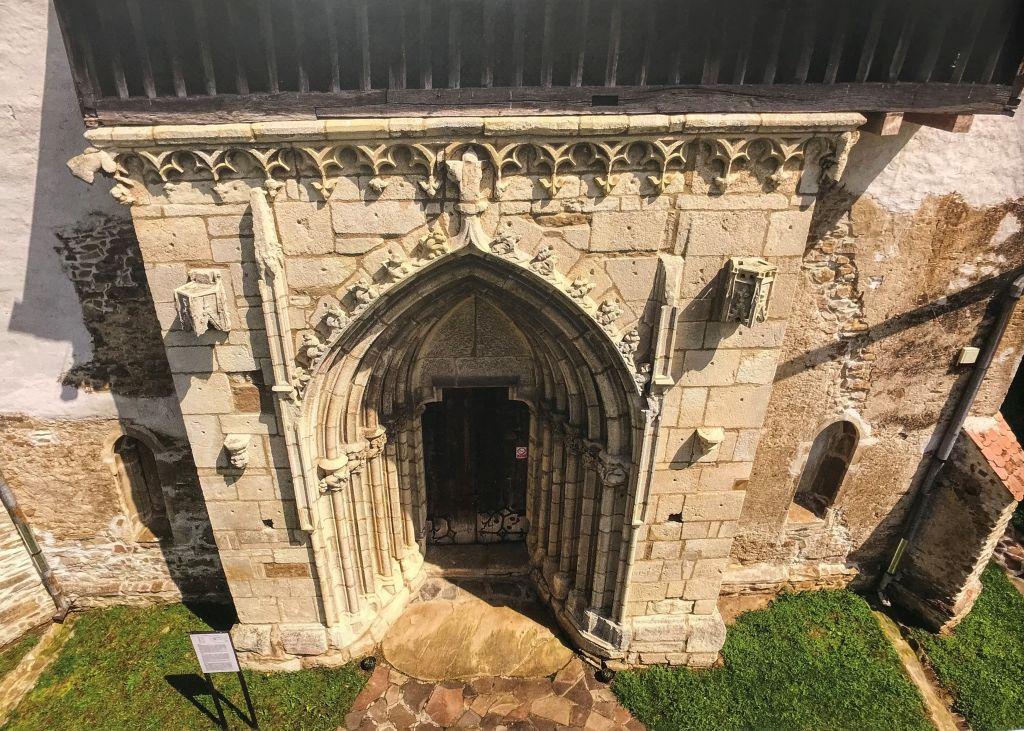 Portal der Kirche in Kirtsch aus dem Bildband Ueber Siebenbuergen Band 8