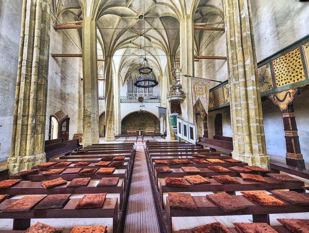 Innenraum der Kirche von Meschen; Foto aus dem Buch Ueber Siebenbuergen Kirchenburgen im mittleren Kokelland