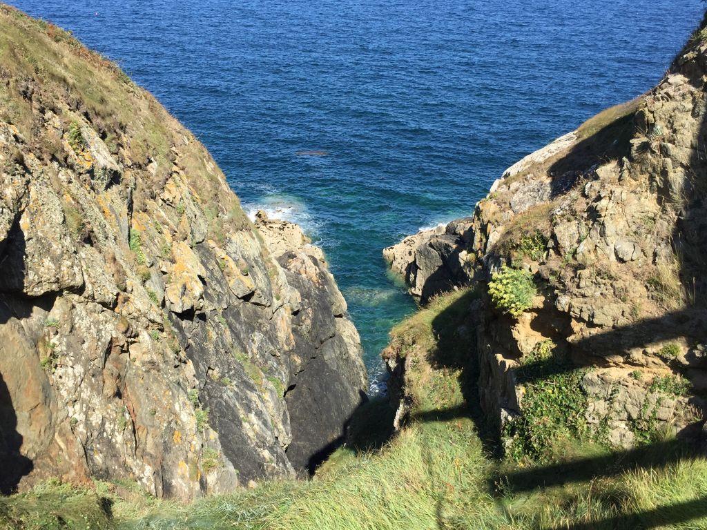 Blick vom Felsen La Roche Goyon ins Meer