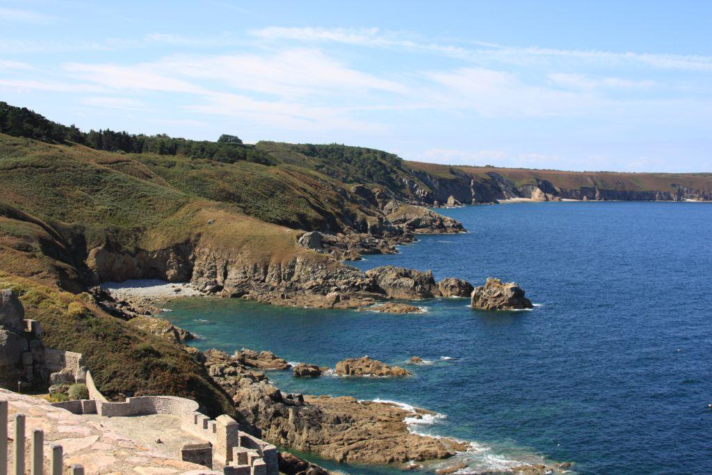 Smaragdkueste im Norden der Bretagne vom Fort Latte aus gesehen