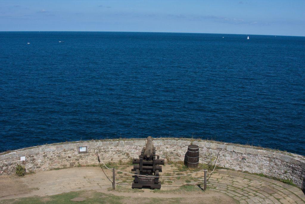 Untere Batterie der Festung Fort La Latte mit Blick auf das Meer