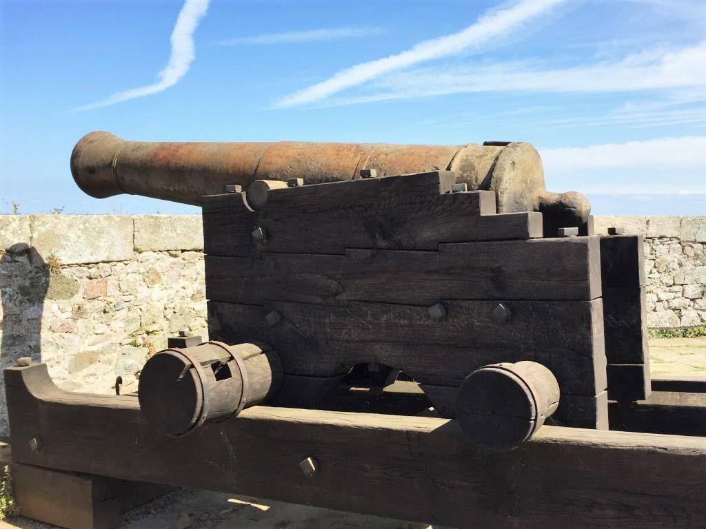 Kanone in der Festung Fort La Latte, Bretagne