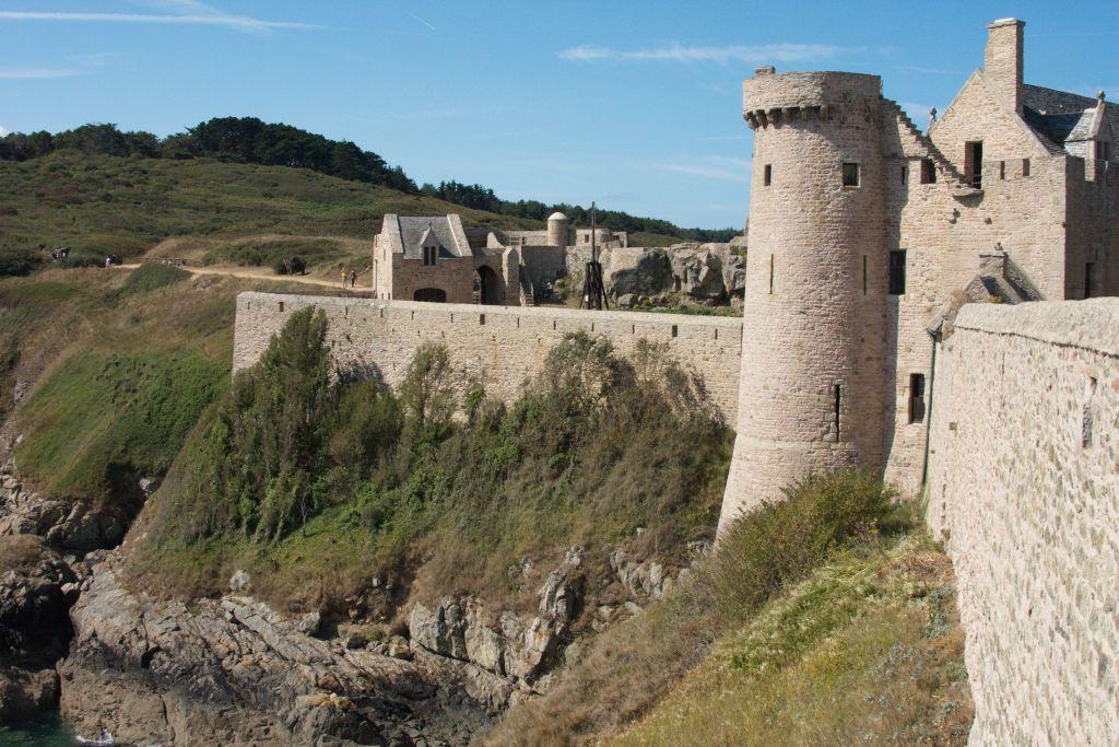 Wehrmauern und Wehrturm Fort la Latte