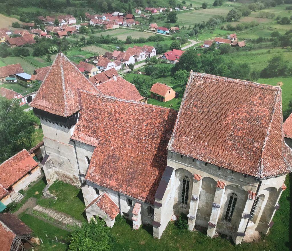 Flugaufnahme der Kirchenburg von Grosskopisch aus Band 9 Kirchenburgen im Schaessburger Land