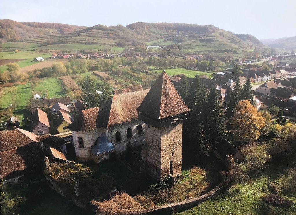 Flugaufnahme der Kirchenburg von Grosslasseln aus Band 9 Kirchenburgen im Schaessburger Land