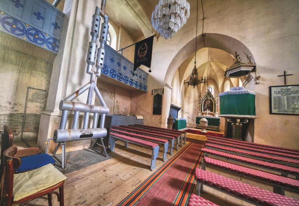 Innenansicht der Kirche in Dunesdorf aus dem Bildband Kirchenburgen im Schaessburger Land